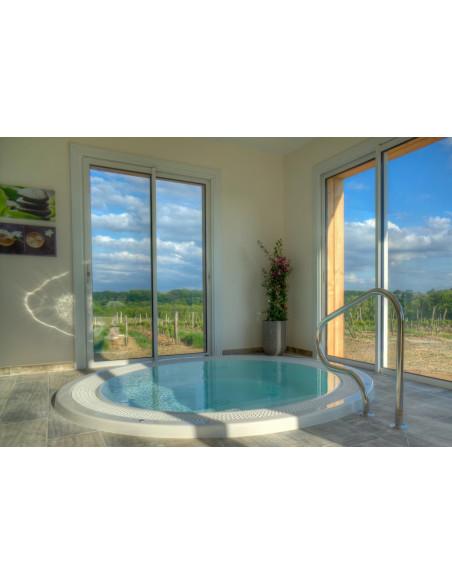 Profitez du jacuzzi offrant une vue sur les vignes, jacuzzi, sauna ouverts la nuit !