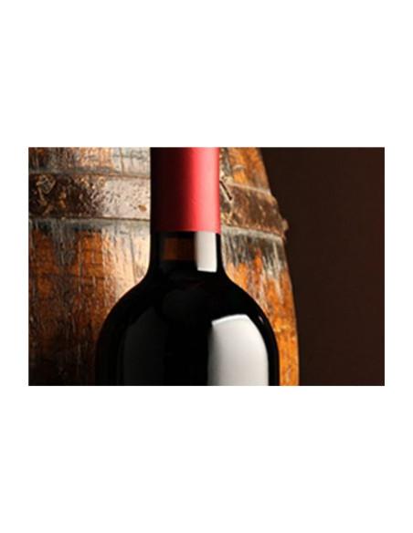 Barriques et bouteilles de vin rouges...