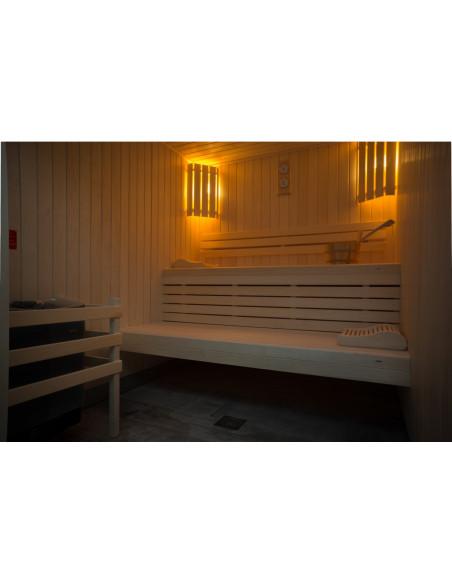 et aussi, le sauna et douche dans l'espace Bien-Etre, ouverts la nuit !