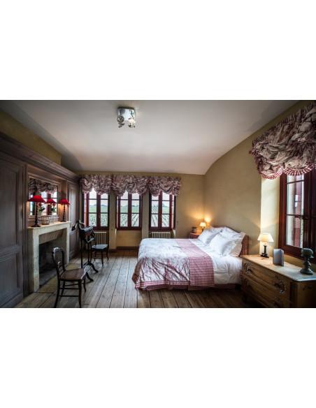 Une des chambres du château avec vue imprenable sur tout le vignoble de Margaux