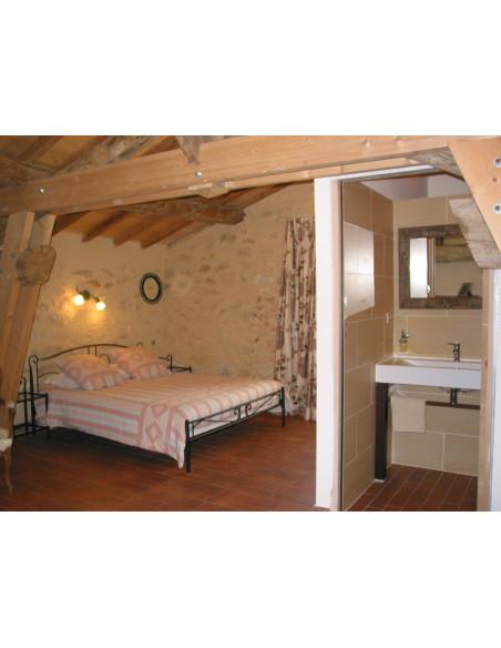 Une des chambres chez des vignerons, avec vue sur les vignes