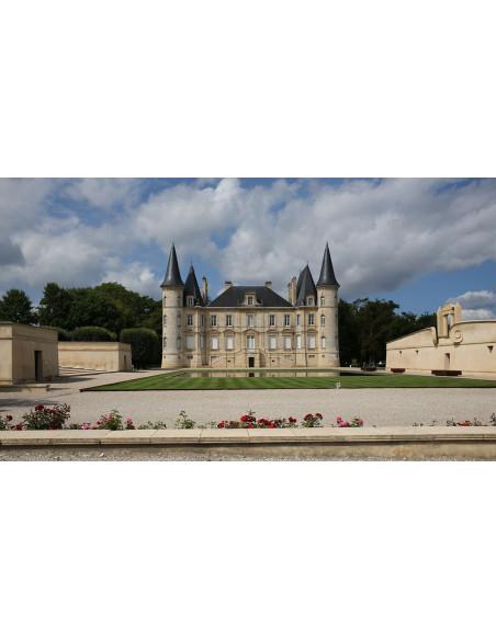 Sillonnez la route des vins riche en Châteaux plus beaux les uns que les autres...