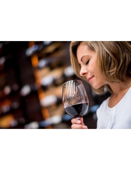 Le plaisir d'humer le vin et de s'enivrer d'arômes...