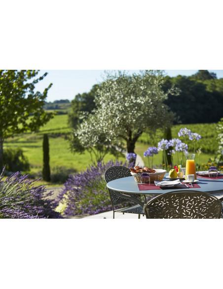 et son jardin avec petit déjeuner en terrasse aux beaux jours !
