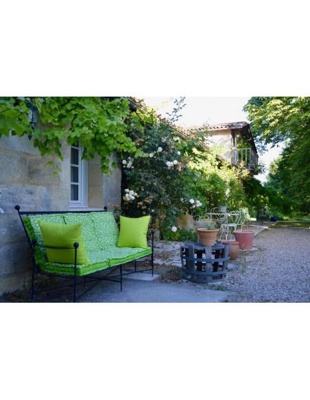 Sofa à l'extérieur du Château avec vue sur vignes et estuaire !
