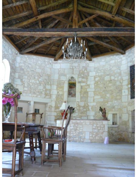 Au Château, la salle de la chapelle romane où sont servis vos petits-déjeuners