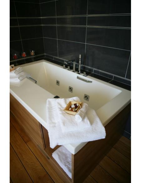 Mais aussi baignoire balnéo dans votre chambre lors de votre week-end en vin et spa