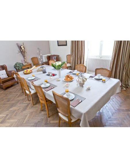 Petit déjeuner continental et raffiné à prendre dans la salle à manger privée du Château