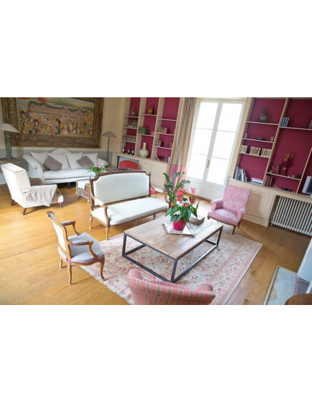 Vous avez accès au salon du Château avec revues & livres sur le vin,  à disposition...