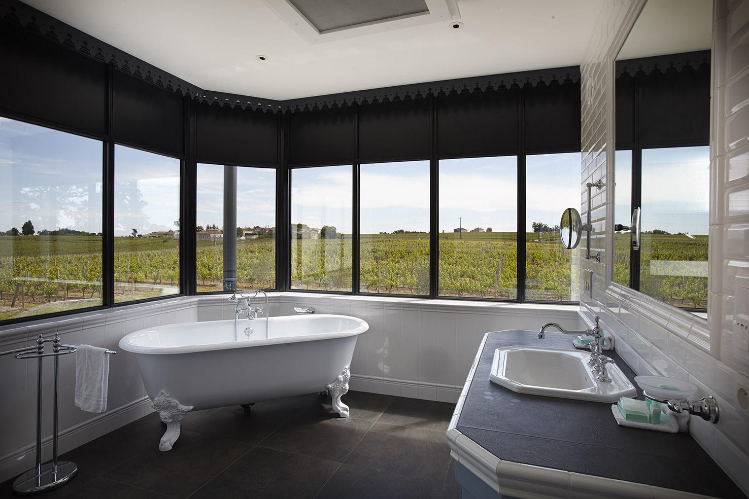 Superbe salle de bains vue vignoble Bordeaux