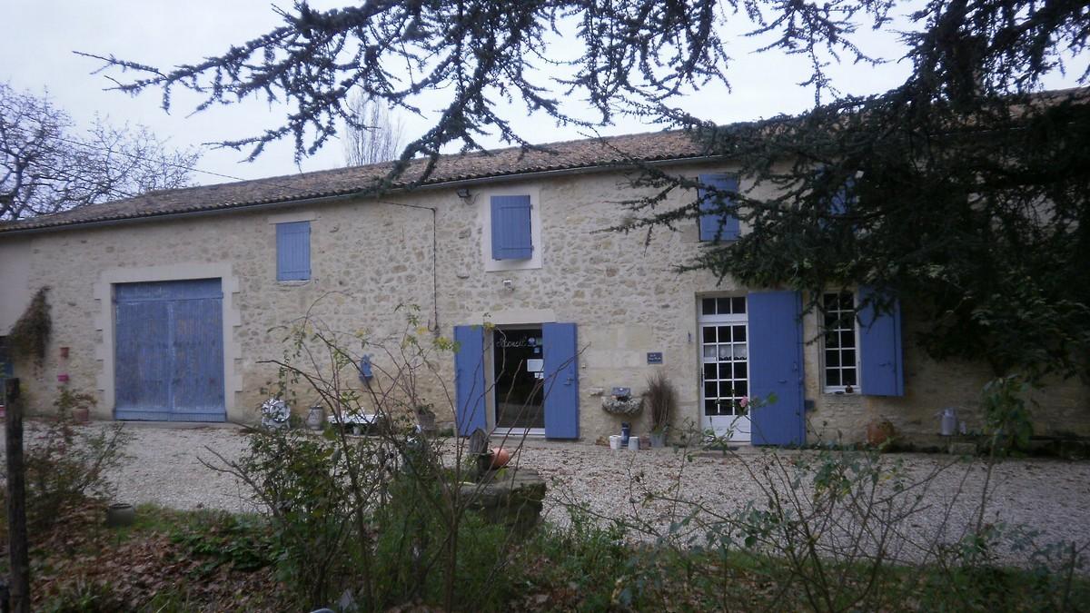Château pierre et bleu domaine familial