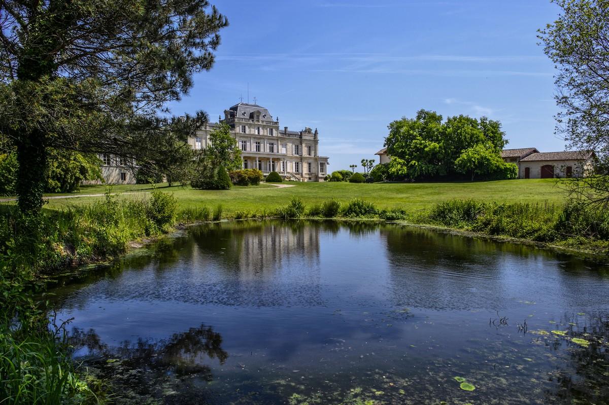 Château avec étang à Margaux grand cru