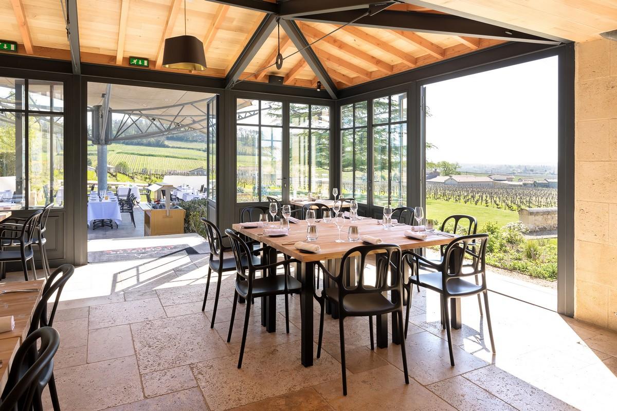 Restaurant gourmet vue sur vignes Bordeaux