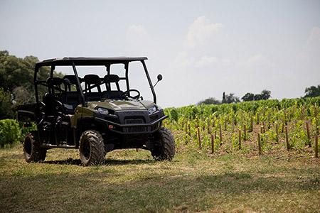 Sillonnez la sublime Route des Vins Bordeaux, admirez le vignoble Bordelais en Médoc, à Margaux, Pauillac, Saint-Estèphe, à Saint-Emilion, Graves et Pomerol.