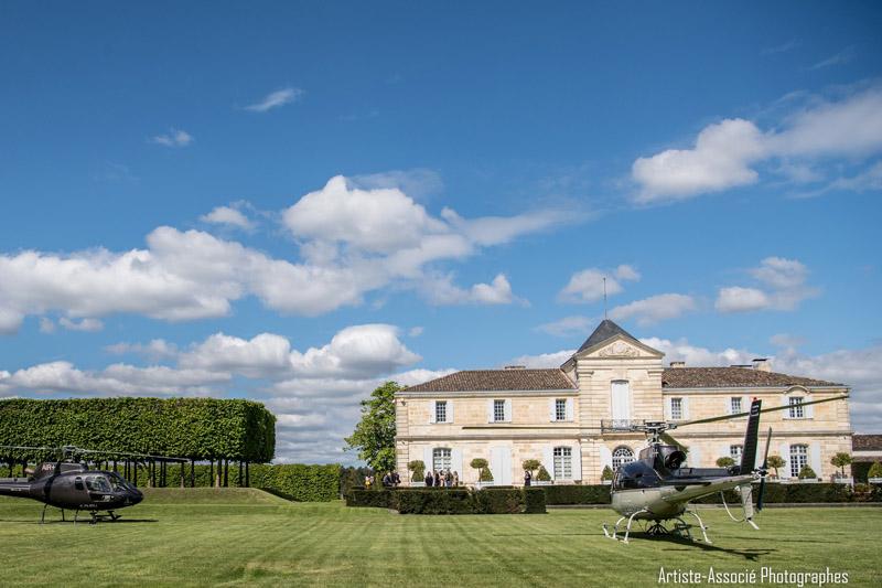 Découvrez l'œnologie dans des Châteaux de Bordeaux situés en plein cœur du vignoble du Médoc et de Saint-Emilion sur la sublime route des vins et des châteaux.