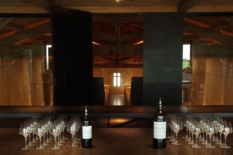 Vous souhaitez organiser un team building entreprise ? Venez à Bordeaux pour votre voyage d'affaire, de nombreuses activités team building autour du vignoble.