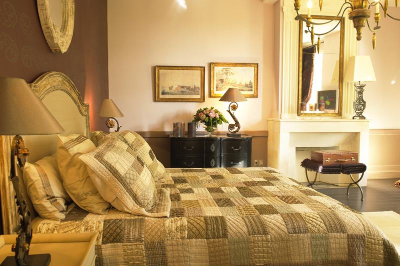 Pensez au coffret cadeau avec nuit dans un Château de Bordeaux le long de la route des vins, pour faire plaisir à votre conjoint, un ami, de la famille.