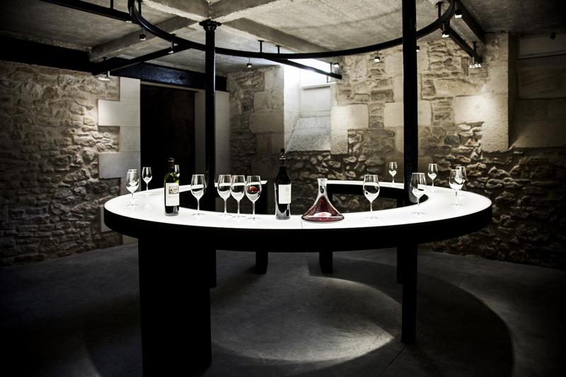 Coffret cadeau pour un week end œnologie dans le vignoble bordelais, à Saint-Emilion, à Pauillac ou Margaux. Choisissez le montant que vous souhaitez offrir.