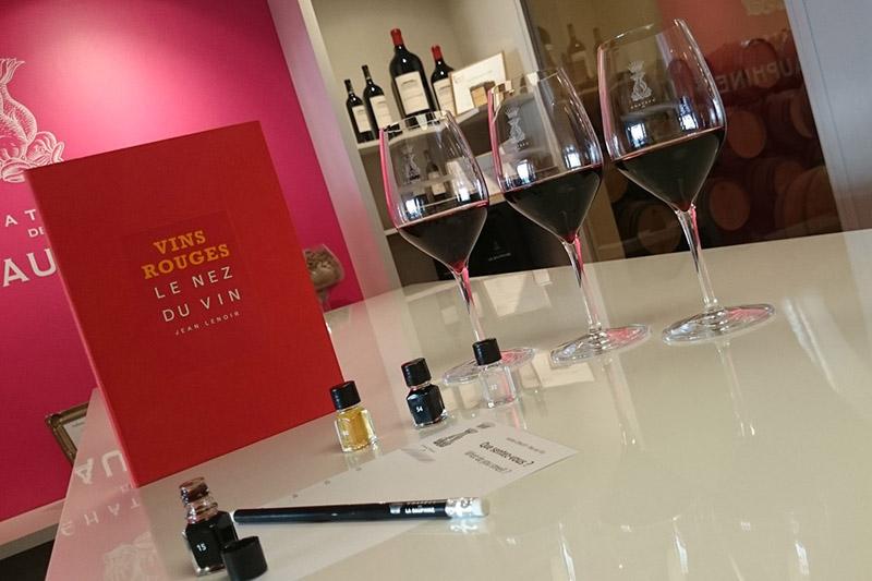 Dans le vignoble de Bordeaux, passez un séjour à Saint-Emilion, en Médoc, dans les Graves et à Pomerol. Apprenez le vin avec un cours œnologie de grand cru.