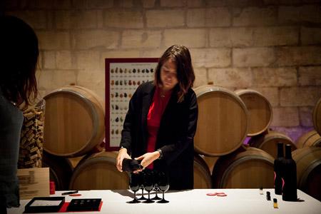 Offrir un stage d œnologie, un cours œnologie sur route des vins Bordeaux, pour apprendre la degustation de vin grand cru et grand cru classé dans un domaine.