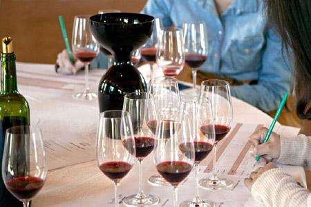 Atelier œnologie pour apprendre le vin, un atelier œnologie ludique avec assemblage de cépages bordelais, à réaliser dans un Château Bordeaux, une idée cadeau