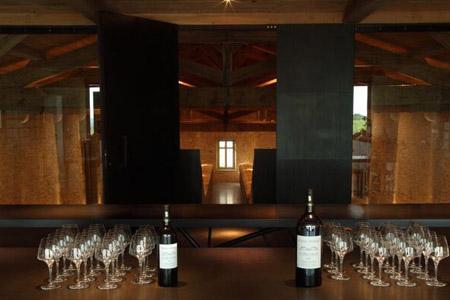 Cours œnologie Bordeaux est une bonne introduction à un week-end œnologie, un sejour œnologie sur route des vins avec dégustations de grand vin de Bordeaux.