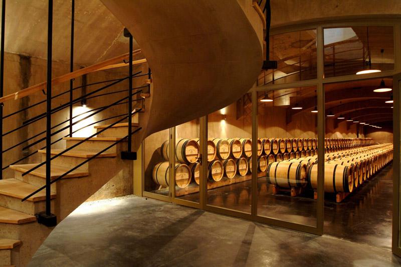 Visitez les caves de châteaux à Bordeaux et apprenez à déguster les vins avec un cours oenologie dans un domaine viticole pendant votre week-end œnologie.
