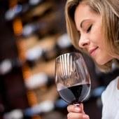 Vin de Bordeaux, humez-le, identifiez les arômes des vins rouges...le viticulteur vous donne ses astuces 😊 programmes sur @laroute_des_vins  #oenologie #degustationdevin #tastingwine #winetasting🍷 #ideecadeau #decouverte #coffretcadeau
