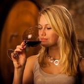 Dégustation des vins de Bordeaux, tout un art expliqué simplement lors des cours œnologie organisés par @laroute_des_vins  #coffretcadeau #ideecadeaunoel #sefaireplaisir #oenologie #photooftheday #instawines #insta #bordeauxfrance