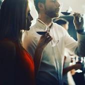 Dégustez le vin, quel plaisir 😉  Après la visite de cave d'un domaine viticole, l'heureux dénouement 😁🍇🍷 #vignobles #grandcruclassé #vinrouge #routedesvins #routedesvinsbordeaux #autourduvin #voyageenfrance #oenotourisme #coffretcadeau #ideecadeaunoel