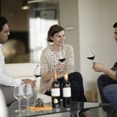 Partagez de bons moments lors d'une dégustation de vins de Saint-Émilion Grand Cru ! Offrez cette expérience à vos proches ! @laroute_des_vins  #vinsdebordeaux #ideecadeaunoel #saintemiliongrandcru #experience #insolite #oenologie